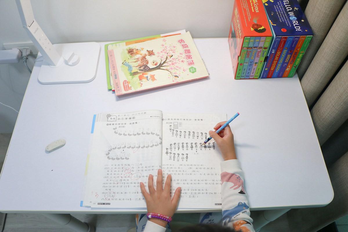 愛兒館學童椅ADATTO01