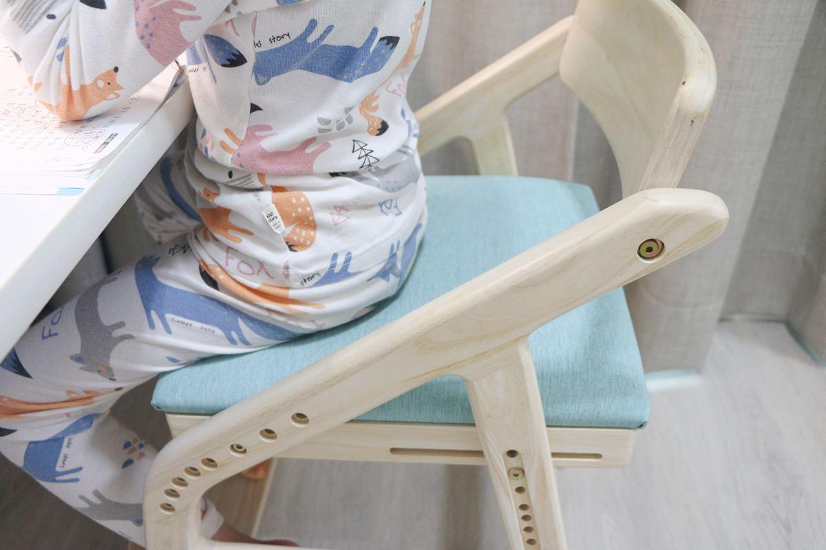 愛兒館學童椅ADATTO07