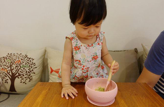 【團購】Minikoioi 矽膠餐具餐碗/圍兜推薦 訓練寶貝獨立進食的好幫手