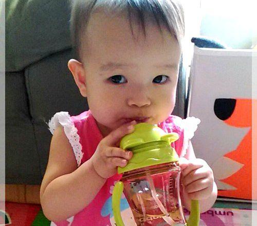 【寶寶水杯推薦】好好吸的朴蜜兒Tritan防脹氣果汁杯讓寶寶愛喝水了~