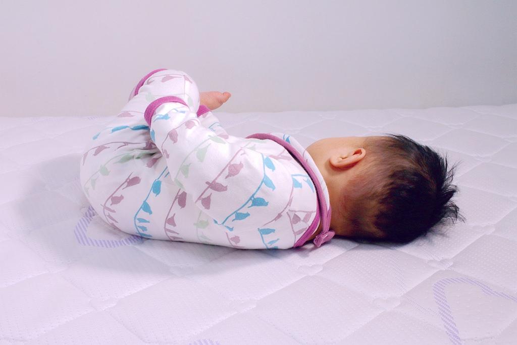 【嬰兒床墊推薦】嬰兒脊椎發展專家璀夢地蝴蝶嬰兒床墊、天絲床包、青草嬰兒被–奧地利的專業嬰兒床墊專家