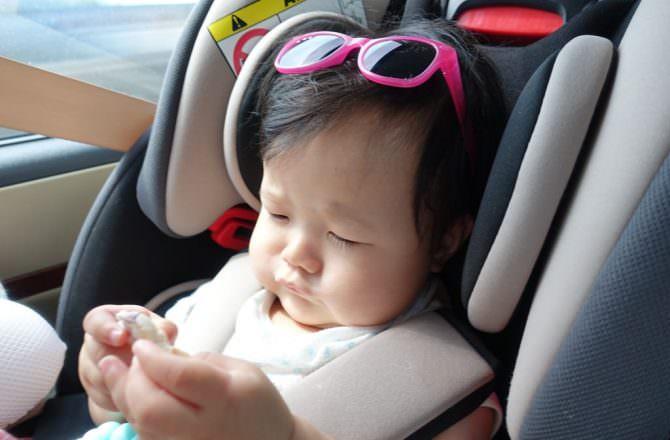 munchkin滿趣健  汽座&推車用杯架 、攜帶式兒童餐椅、遮陽簾~~好實用的外出用品