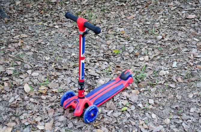 【團購】英國 kiddimoto 炫光摺疊滑板車PLUS-時尚英倫  孩子一定會喜歡玩的滑板車遊戲