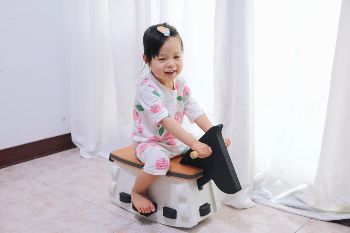 二寶TWO – BOO  EVA地墊變搖寶馬好厲害,還有童話餅乾桌椅和蝸牛平衡板