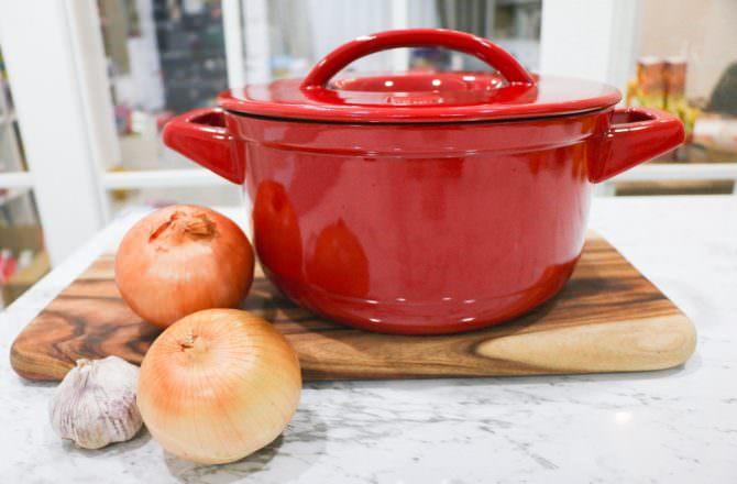 廚房好物 : 【JIA】 Ceraglaze晶釉瓷雙耳鍋、 【德國雙人】抗菌塑膠砧板和【Ballarini】陶瓷刀刀具兩件組