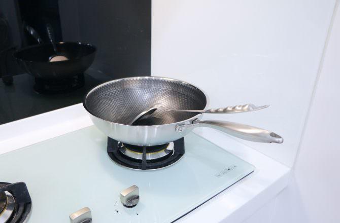 好用的TOP CHEF 頂尖廚師 316不鏽鋼曜晶耐磨蜂巢炒鍋和鈦合金頂級中華不沾平底鍋